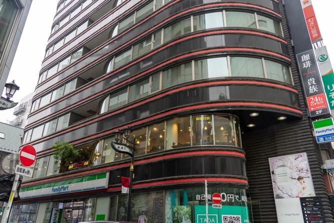 純喫茶で名文を  Vol.1 眠らない街・新宿の名喫茶で、熱狂の60年代を懐古する_03