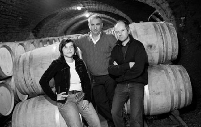 醸造室でのナタリー、ジャン・ポール、オリヴィエ・トロ