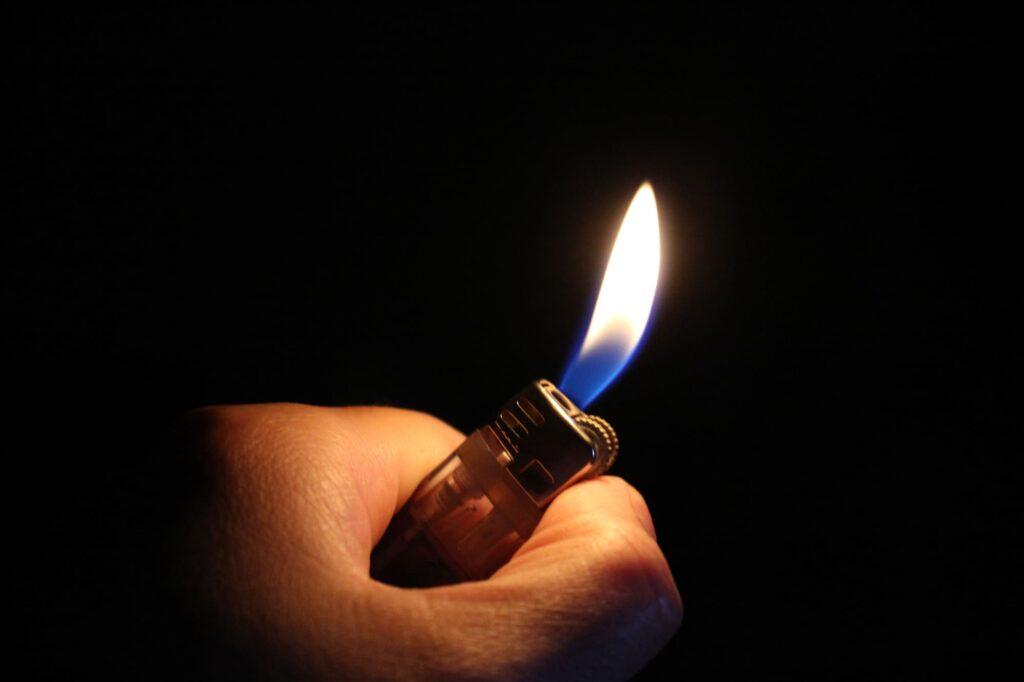 【種類別】ライターのガス抜きの正しい手順